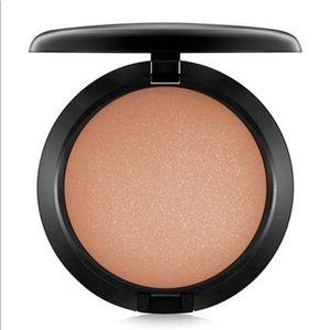 NEW/NWOB MAC Cosmetics Refined Golden Bronzing Pow
